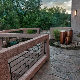 Idee per una terrazza american style di medie dimensioni e nel cortile laterale con fontane e nessuna copertura
