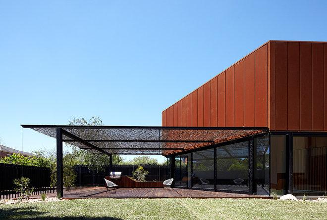 Contemporary Deck by Noxon Giffen