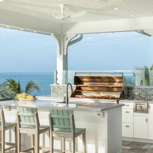 Überdachte Maritime Terrasse mit Outdoor-Küche in Miami