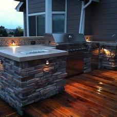 Modern Deck by Remodelit LLC