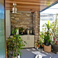 Contemporary Deck by Sennikoff Architects