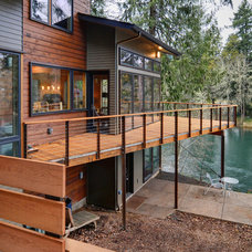 Contemporary Deck by Six Degrees Construction