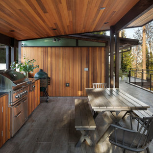 Example of a 1960s deck design in Seattle