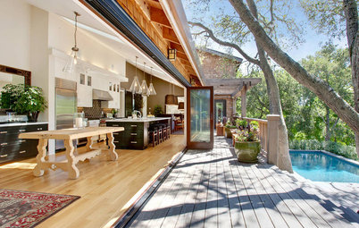 Houzz Tour: Luxury With a Treehouse Feel
