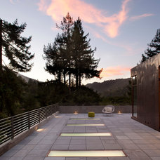 Modern Deck by CCS ARCHITECTURE