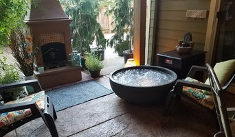 Milwaukie covered patio spa