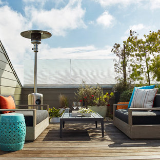 Example of a mid-sized trendy deck design in San Francisco with no cover