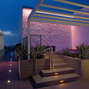 This is an example of a modern deck in Miami.