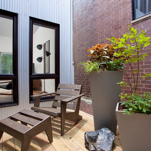 Deck container garden - modern deck container garden idea in Chicago