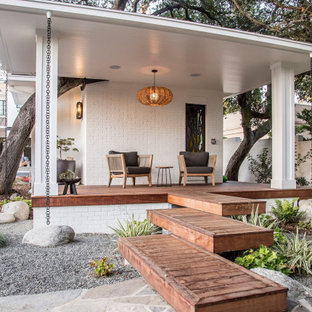 Deck - farmhouse deck idea in Los Angeles