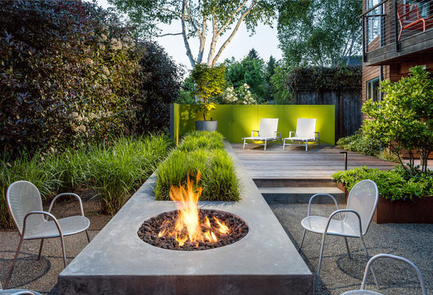 Contemporary Deck by Alex Crook Photography