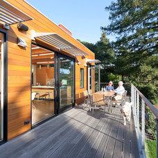 Contemporary Deck by Geoffrey Butler Architecture & Planning