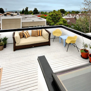 Inspiration for a contemporary rooftop deck in Seattle.