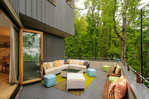 Contemporary Deck by Smart Builders, Inc