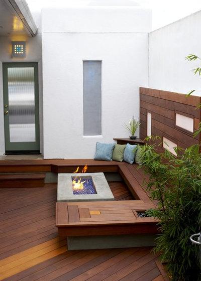 Contemporary Deck by Jeffrey Gordon Smith Landscape Architecture