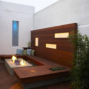Ispirazione per terrazze e balconi minimalisti con un focolare