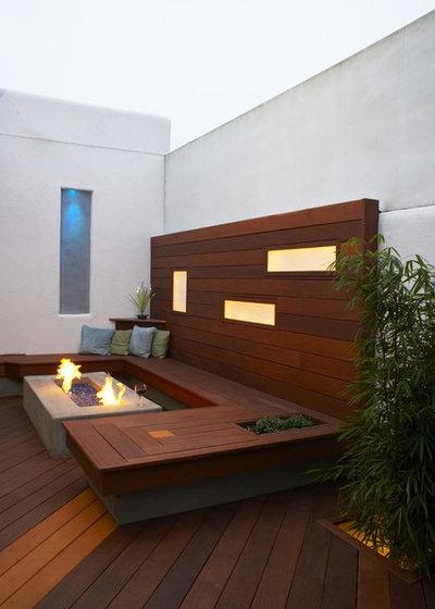 Modern Deck by Jeffrey Gordon Smith Landscape Architecture