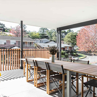 Inspiration for a modern deck in Wollongong.