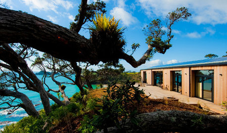 Houzz Tour: A Bayside Holiday House Sits Lightly on the Land