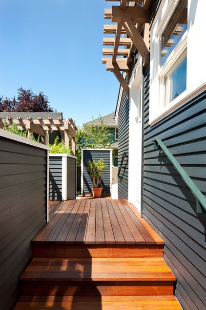 Transitional Deck by Tyler Engle Architects PS
