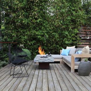 Foto de terraza minimalista con brasero