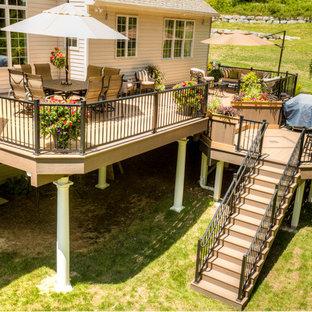 Ispirazione per una grande terrazza tradizionale dietro casa con nessuna copertura