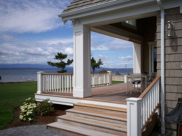 Beach Style Deck by RGN Construction