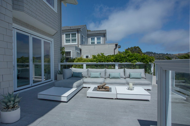 Beach Style Deck by Margot Hartford Photography