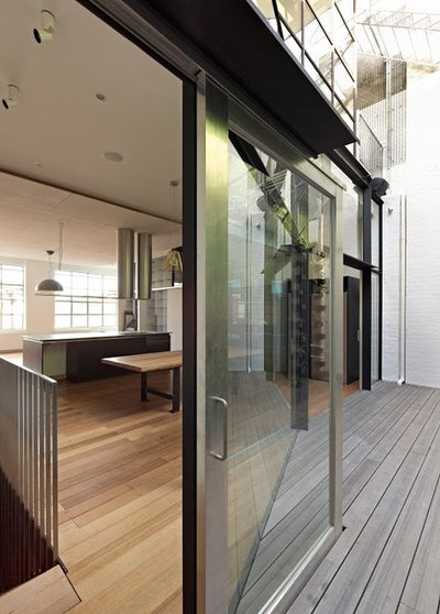 Contemporary Deck by Australian Institute of Architects