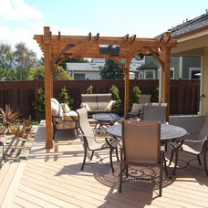 Beach Style Deck by Kulda & 7 Sons Construction