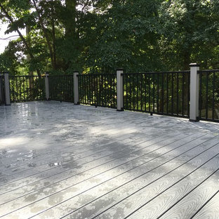 Inspiration for a mid-sized modern backyard deck in New York with no cover.