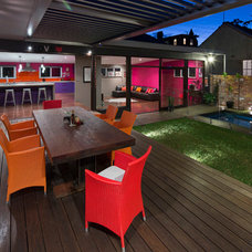 Contemporary Deck by Henarise Pty Ltd