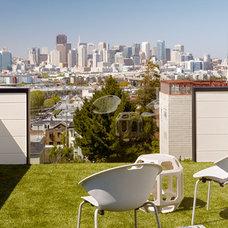 Modern Deck by Schwartz and Architecture
