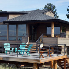 Contemporary Deck by Yonkman Construction, Inc.
