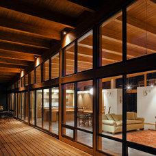 Modern Deck by Hammer & Hand