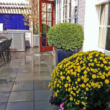 Eclectic Deck by Amber Freda NYC Garden Design