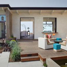 Contemporary Deck by Margie Grace - Grace Design Associates