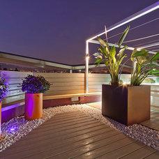 Contemporary Deck by zinctankprojectes