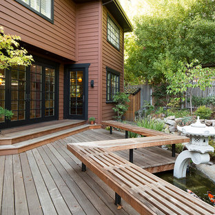 Ispirazione per una terrazza etnica dietro casa con fontane e nessuna copertura