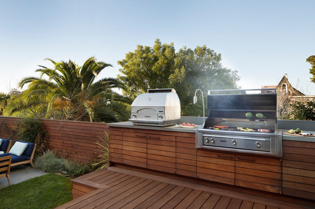 Contemporary Deck by Jeff King & Company