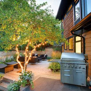 Foto di una terrazza contemporanea di medie dimensioni e dietro casa con nessuna copertura