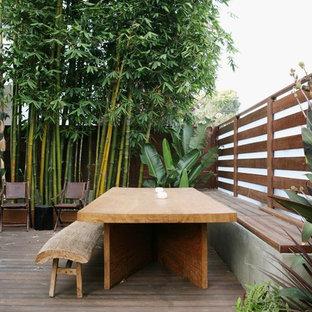 Ispirazione per una piccola terrazza etnica dietro casa