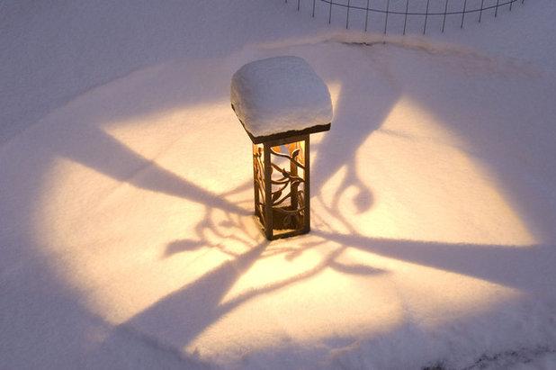 Модернизм Терраса by McKay Landscape Lighting