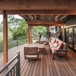 Idee per una terrazza tradizionale con un tetto a sbalzo
