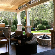 Traditional Deck by RL ROGERS CONSTRUCTION
