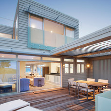 Contemporary Deck by Jalcon Homes