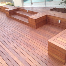 Contemporary Deck by A Better Life Outside Pty Ltd