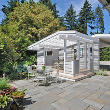 Transitional Deck by seattlehometours.com