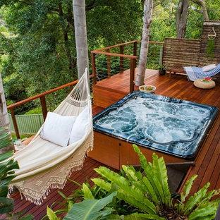 Esempio di una terrazza design dietro casa con nessuna copertura