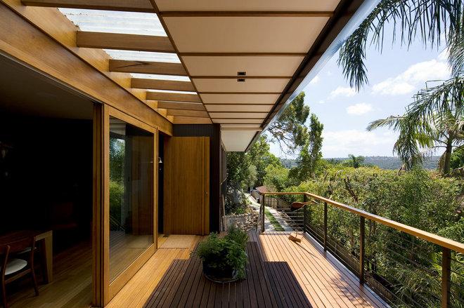 Contemporary Deck by Matt  Elkan Architect